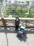 Léonard dans poussette tour Eiffel.JPG